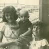 1960. Carmen, Pedro y Conchi